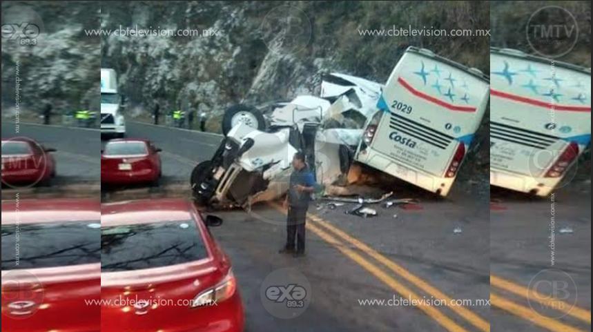 Choca camión y tráiler, hay 10 heridos