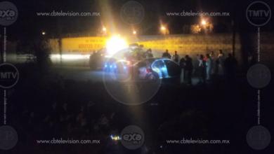 Mujer fallece al caer auto a un canal de aguas negras en Tarímbaro