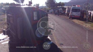 Volcadura deja tres lesionados en la carretera Villa Madero - Caracuaro