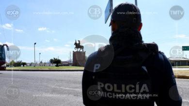 Libera Policía Michoacán bloqueos carreteros en la carretera Apatzingán-Aguililla