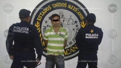 Municipales detienen a hombre con droga en Lázaro Cárdenas