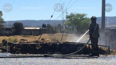 Camioneta arde en llamas al sur de Morelia