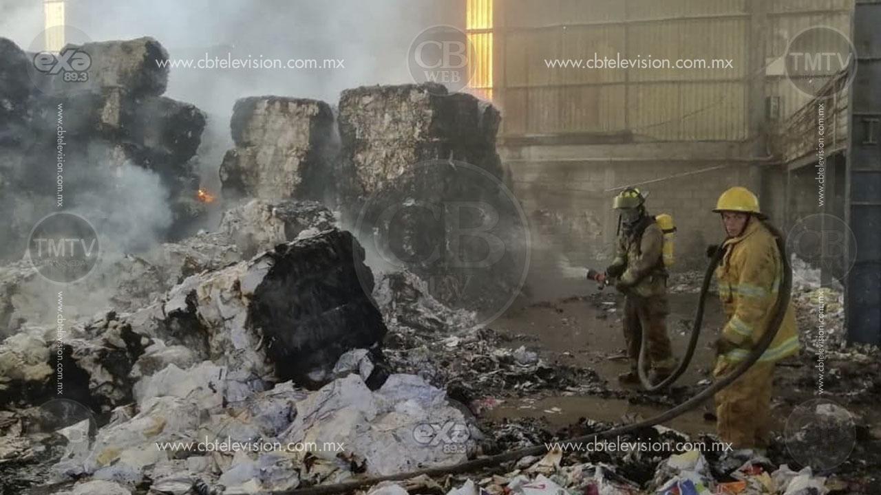 Se calcina material reciclado por incendio en bodega de Tarímbaro