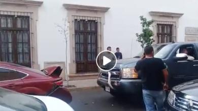 Photo of VIDEO: #LadyCheyenne choca el auto de su pareja dos veces al verlo con otra