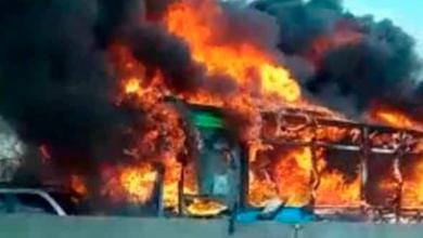 Secuestran y prenden fuego a autobús con 51 estudiantes