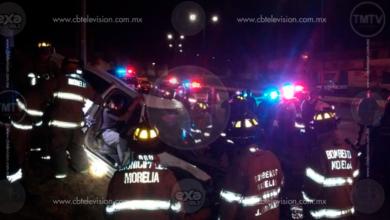 Muere hombre tras volcadura de automóvil sobre la Morelia-Quiroga; hay 2 heridos