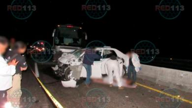 Encontronazo de coche contra autobús deja un muerto en la Morelia-Salamanca