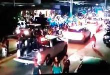 """""""Desfila"""" en carnaval convoy del CJNG"""