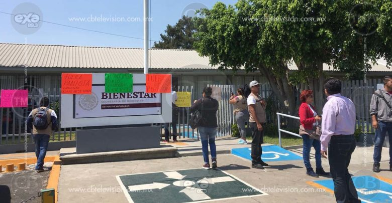 Servidores de la Nación se manifiestan en las instalaciones de Secretaría de Bienestar