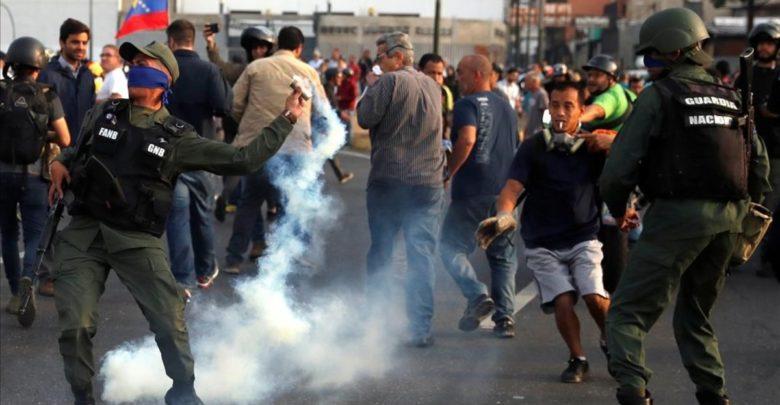 Estallan disturbios en Venezuela tras anuncio de Guaidó