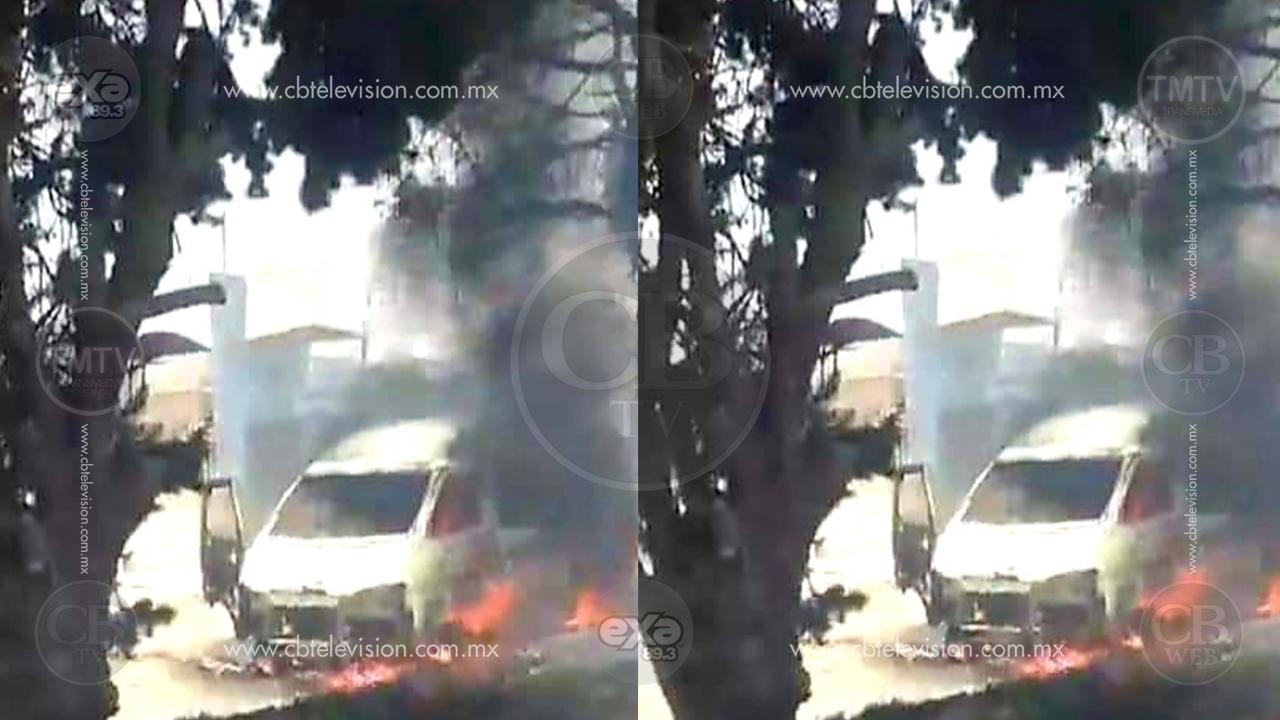 Grupo armado baja choferes de transporte público y les prende fuego a las unidades