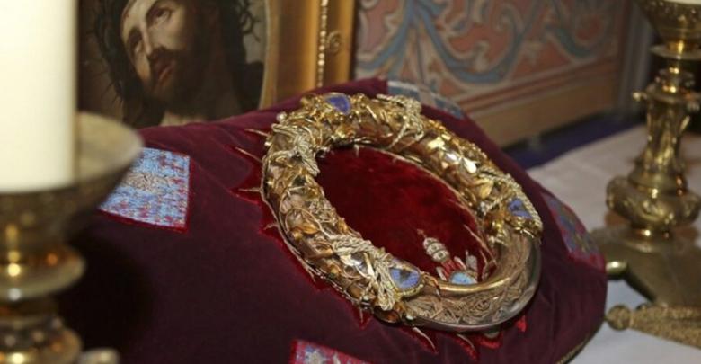 Corona de espinas de Jesús y la Túnica de San Luis quedaron intactas tras incendio de Notre Dame