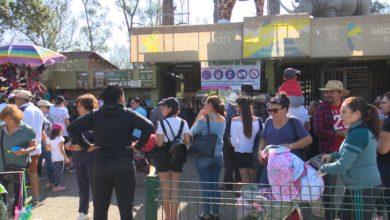Turistas y ciudadanos disfrutan del Sábado de Gloria en Michoacán