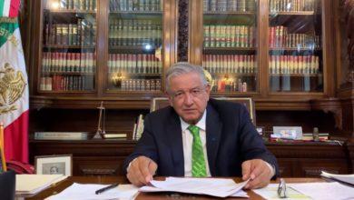 AMLO firma memorándum para cancelar reforma de EPN