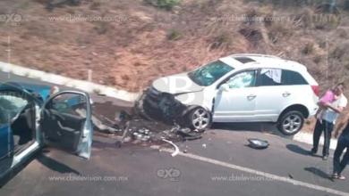 Chocan auto y camioneta; una lesionada