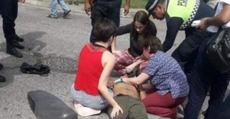 Mujer le da primeros auxilios al joven que la robo y amenazó