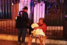 Joven con discapacidad muere en brazos de su madre afuera de hospital; le negaron atención