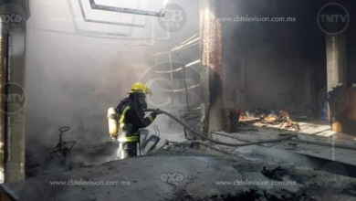 Se incendia edificio con dos negocios en Lázaro Cárdenas