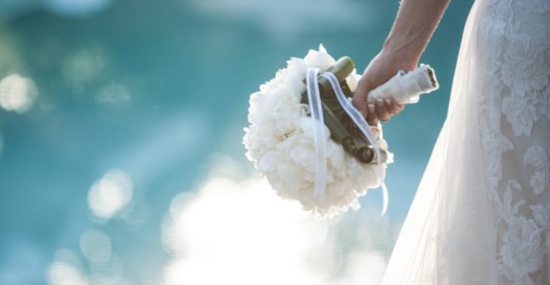 """Novia pide 30 mil dólares a su dama de honor por """"opacarla"""" el día de su boda"""