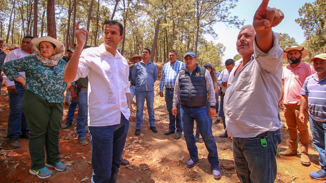 Victor Manriquez da puntual seguimiento a obras y proyectos en comunidades del sur