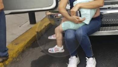 Moto arrolla a madre de familia y a sus niños