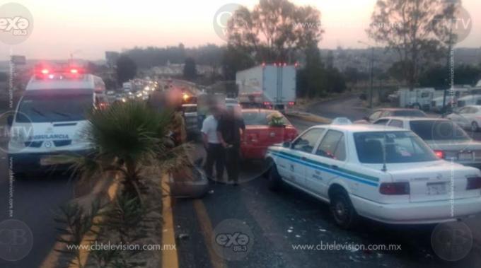 Chocan 6 vehículos en la Avenida Morelos Norte; hay una lesionada