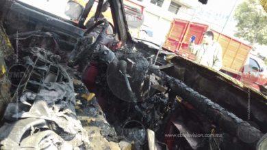 Se incendia camioneta por falla eléctrica en Zitácuaro