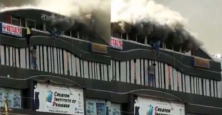 Video: Mueren 19 estudiantes al lanzarse de un edificio en llamas