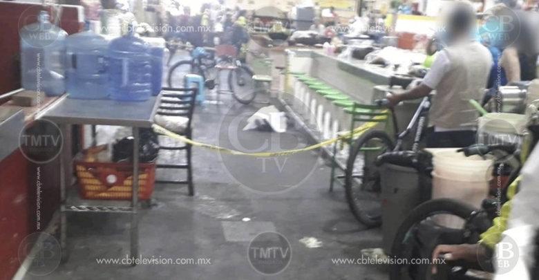 Ancianita muere dentro del Mercado Independencia
