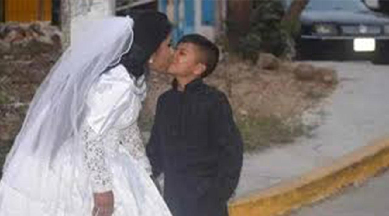 """La verdadera historia del """"niño"""" que se casó en Acapulco con el amor de su vida"""