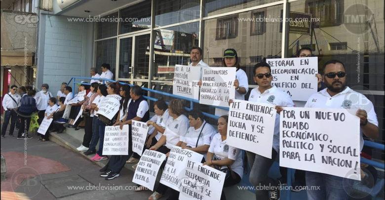 Trabajadores de TELMEX se manifiestan de manera pacífica en Zitácuaro