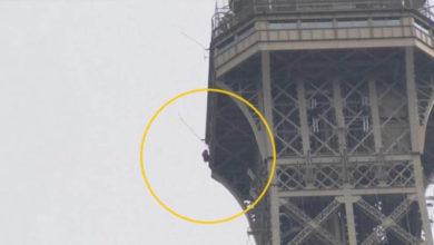 """Al estilo del """"hombre araña"""" sujeto intenta escalar la Torre Eiffel"""