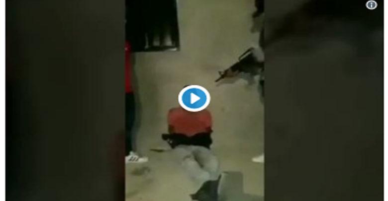 VIDEO (+18): Sicarios se graban decapitando a un ladrón; tiran su cabeza en un Oxxo