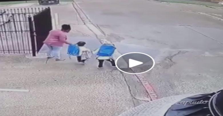 Video: Niños le aplican una llave de lucha libre a su madre