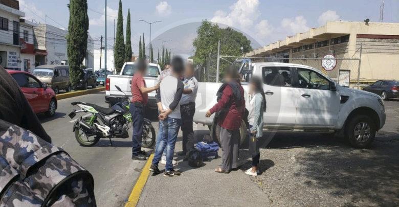 Motociclista impacta con una camioneta en la Av. Periodismo en Morelia