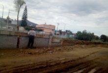 Vecinos inconformes con barrera en proceso de construcción a un lado del Dren Barajas.