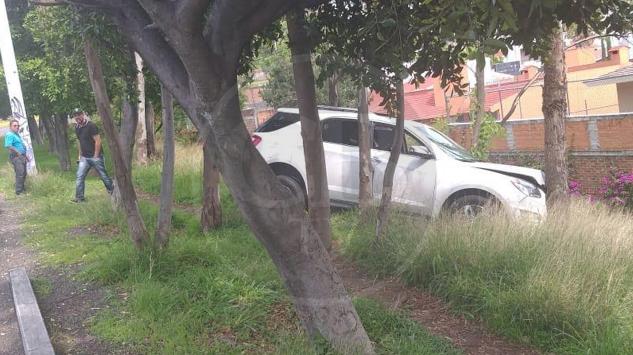 MORELIA: Asegura Policía Michoacán vehículo chocado y con impactos de bala