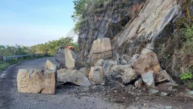 Se registra derrumbe en carretera Chinicuila-Aquila