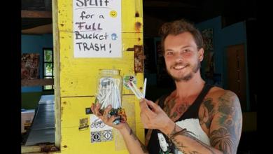 Regala cigarros de marihuana a turistas que recojan basura en la playa