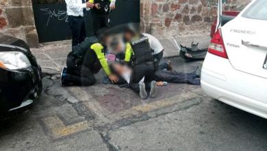 Taxista sufre fatal paro cardíaco y choca en el centro de Morelia