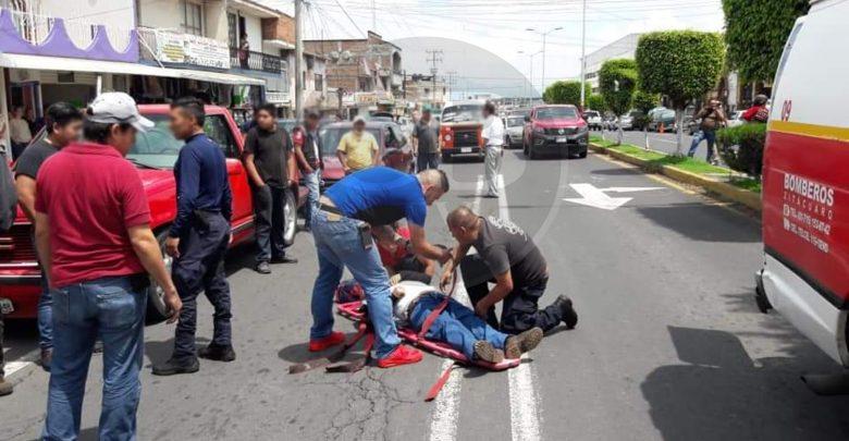Hombre de la tercera edad, es atropellado por motociclista