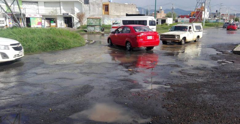 Vecinos disgustados por mal estado de calles en colonia Villas Insurgentes
