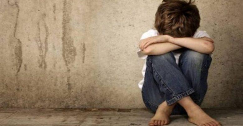 Menor de edad pide trabajo en tienda; dueño lo viola cuatro veces