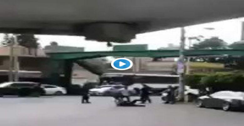 Video: Supuestos Policías golpean a repartidor y le roban su moto