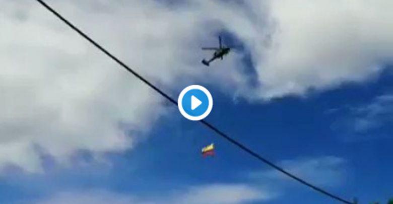 Video: Soldados caen al vacío durante exhibición aérea