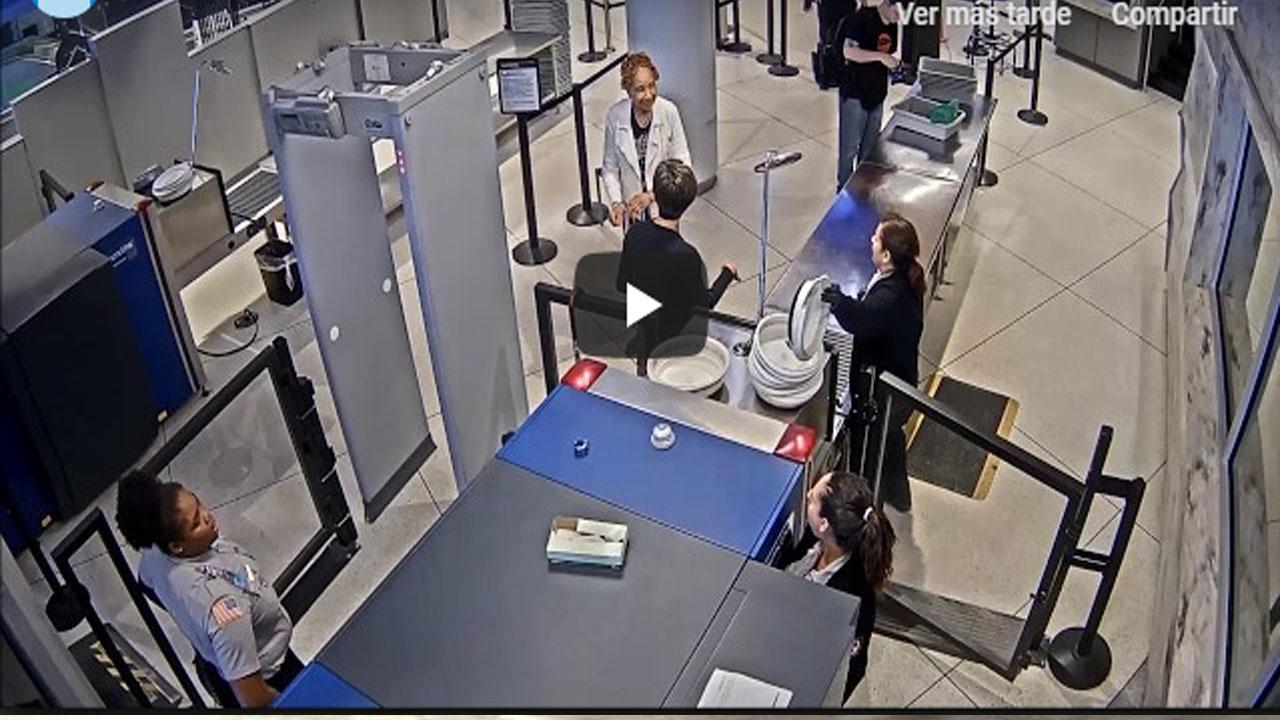 """Video: Mujer vigilante se queda sin empleo por llamar """"feo"""" a un pasajero"""