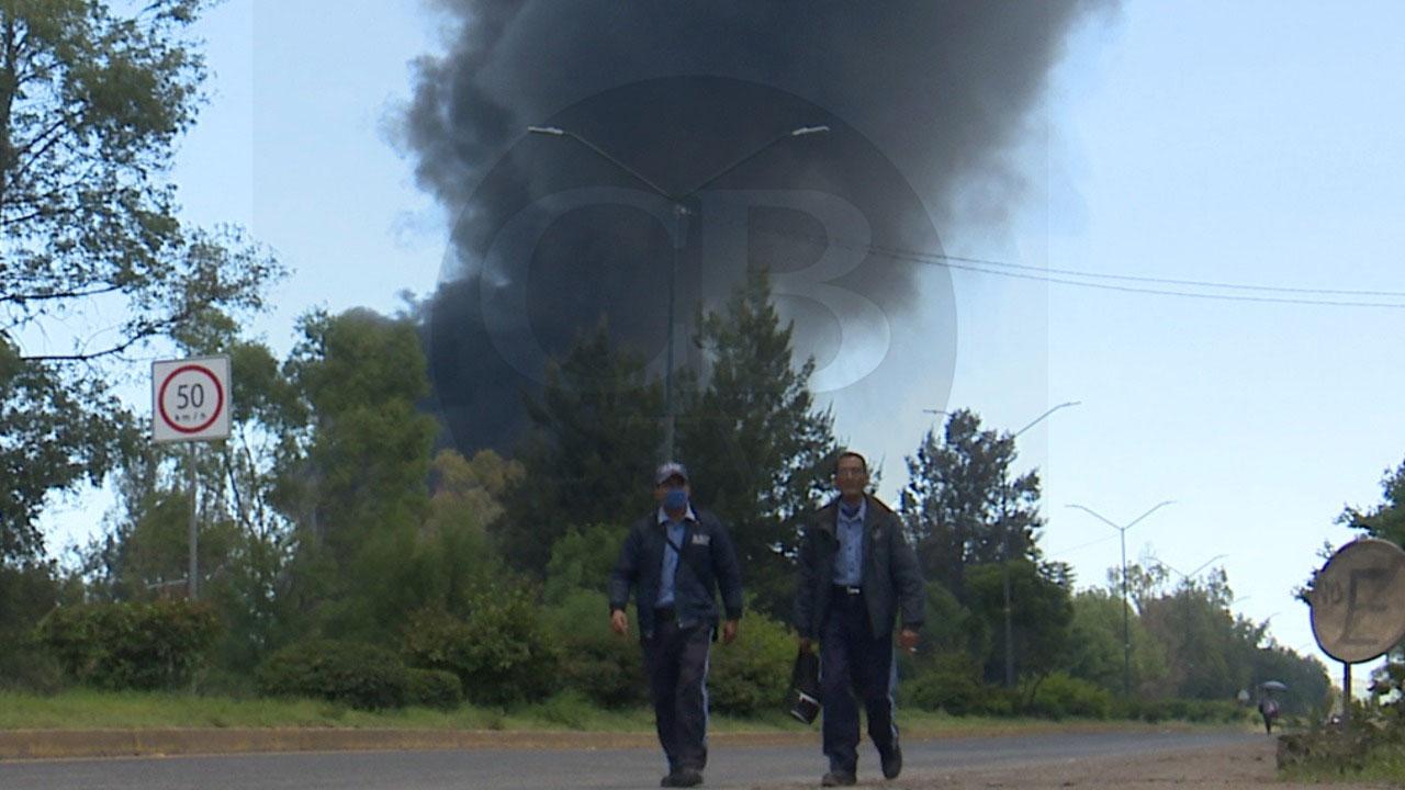 Desalojan a vecinos aledaños por incendio en ciudad Industrial