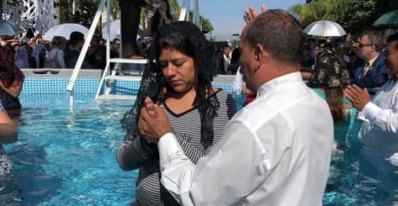 Más de 2 mil personas se bautizan en La luz del Mundo en Guadalajara