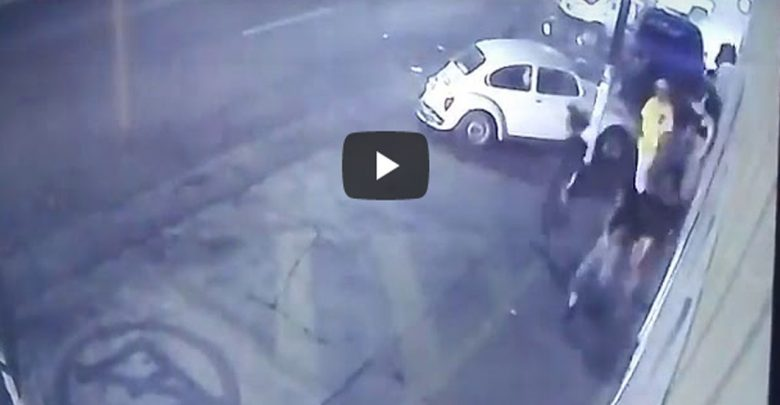 Video: Familia es atropellada cuando salían de una fiesta; muere una niña