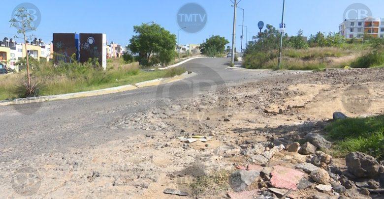 Ciudadanos reportan el mal estado de las calles en Hacienda del Sol